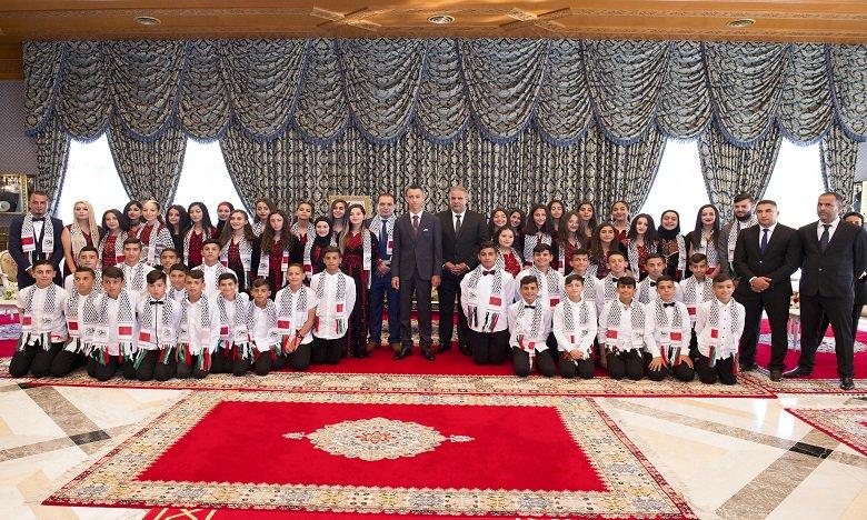 Moulay El Hassan reçoit des enfants d'Al Qods