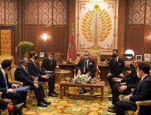 Le roi Mohammed VI a reçu Jared Kushner et Meir Ben-Shabbat au Palais royal de Rabat © DR