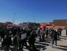 Les propriétaires de palmiers d'El Arja, victimes des conflits entre le Maroc et l'Algérie, manifestent à Figuig, le 12 mars 2021, contre la dépossession des agriculteurs d'Al Arja © Figuig photographie
