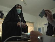 Une Irakienne au bureau de vote