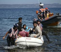 La Grèce et l'UE offrent 2000 euros aux migrants pour qu'ils rentrent chez eux