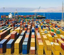 Commerce extérieur : chute des échanges de biens, la balance des services limite la casse