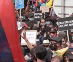 les Mauriciens manifestent contre le gouvernement