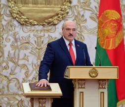 Loukachenko prête serment