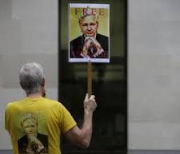 Le procès d'extradition d'Assange reprend