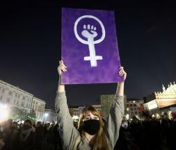 En Pologne, les femmes se mobilisent contre les lois anti-IVG
