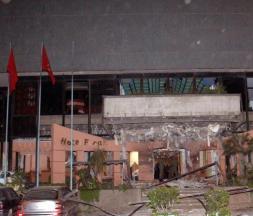 Photo prise après l'attentat visant l'Hôtel Farah, Casablanca © AFP