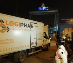 Des camions frigorifiques transportent les doses du vaccin vers les différentes régions