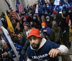Élection américaine : les partisans de Trump assiègent le Capitole