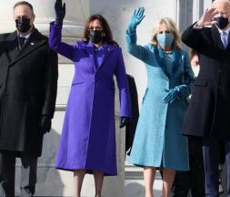 Joe Biden, sa femme Jill, Kamala Harris et son mari Douglas Emhoff sont arrivés au Capitole © AFP