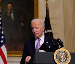 Le Président Joe Biden photographié dans une pièce de la Maison Blanche, le mardi 26 janvier 2021, à Washington © Evan Vucci, AP