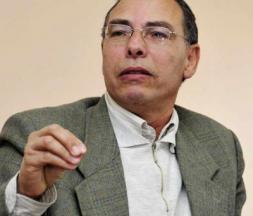 Maati Monjib, opposant et militant des droits humains, à Rabat, le 20 février 2014 © AFP