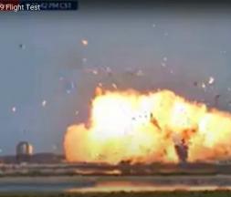 Le prototype Starship SN9 s'est écrasé mardi à l'atterrissage à Texas © AFP - SPACEX / AFP