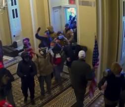 Destitution de Trump : de nouvelles images accablantes du siège du Capitole