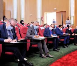 52 conventions d'investissement pour un montant global de 4,2 milliards de DH (MMDH) ont été signées lors d'une cérémonie présidée par le ministre de la tutelle, Moulay Hafid Elalamy
