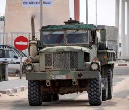 Un véhicule de l'armée marocaine à Guerguerat, au Sahara, le 26 novembre 2020 © Fadel Senna, AFP