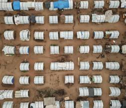 Des maisons temporaires dans le centre agraire pour les personnes déplacées de Napala, au nord du Mozambique, le 24 février 2021 © AFP