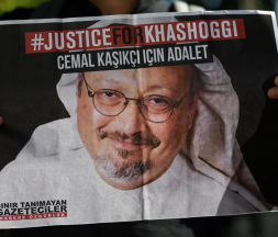 Les proches de Jamal Khashoggi manifestent devant la Turquie pour le second anniversaire de sa mort, le 2 octobre 2020 © AFP