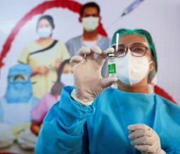 Une troisième dose est recommandée par AstraZeneca et Pfizer © DR