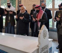 Les membres de la famille royale jordanienne ont prié dans le mausolée où sont enterrés trois rois, le 11 avril 2021 © AFP