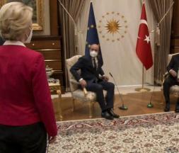 Capture d'écran d'une vidéo montrant Recep Tayyip Erdogan et Ursula von der Leyen à Ankara, le 6 avril © AFP