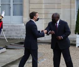 Covid-19: Emmanuel Macron attendu en Afrique du Sud