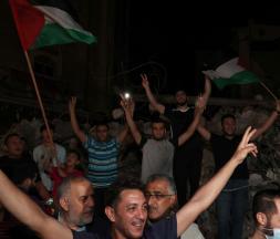 Des Palestiniens célèbrent le cessez-le-feu conclu entre Israël et le Hamas, le 20 mai 2021 à Gaza © AFP