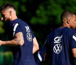 Kylian Mbappé et Olivier Giroud à l'image, deux attaquants de l'Equipe de France © DR