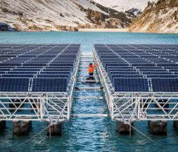 Suisse : le premier parc solaire flottant en haute altitude au monde