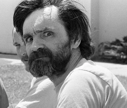 Le criminel américain Charles Manson, à Solano County, en Californie, en 1980 © Albert Foster/Mirrorpix - Getty