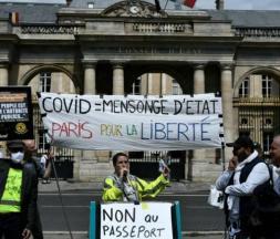 """France : 5e week-end de manifestation contre le """"pass"""" sanitaire"""