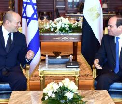 Le Premier ministre israélien, Naftali Bennett, s'est entretenu avec le président égyptien, Abdel Fattah Al Sissi, à Charm el-Cheikh, au bord de la mer Rouge © AFP
