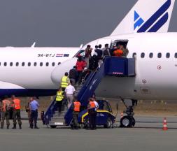 100 Afghans évacués quittent le Kosovo pour le Royaume-Uni
