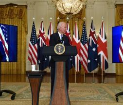 Joe Biden participe à une conférence virtuelle avec les Premiers ministres britannique, Boris Johnson, et australien, Scott Morrison, de Washington, mercredi 15 septembre 2021. © Brendan Smialowski, AFP