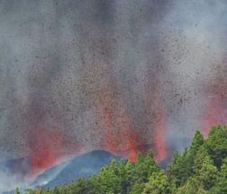 Espagne : évacuation massive après l'éruption d'un volcan à La Palma