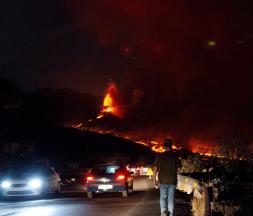 La Palma : une rivière de lave s'écoule du volcan plus d'un mois après le début de l'éruption