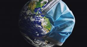 La planète Terre portant un masque © DR