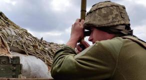 Des soldats de l'armée ukrainienne sur une position avancée fortifiée, au nord de Donetsk, à 600 mètres des premières tranchées séparatistes pro-russes, le 17 avril 2021 © RFI