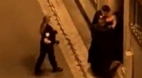 Un homme menotté a été frappé au visage, lundi 20 septembre 2021 à Paris © Twitter / @jfaurous