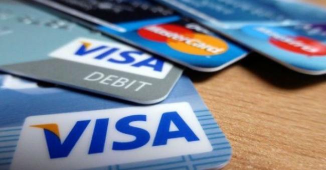 Paiement : La carte bancaire poursuit son ascension, mais le cash reste imperturbable