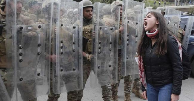 Liban : des protestations massives à Beyrouth