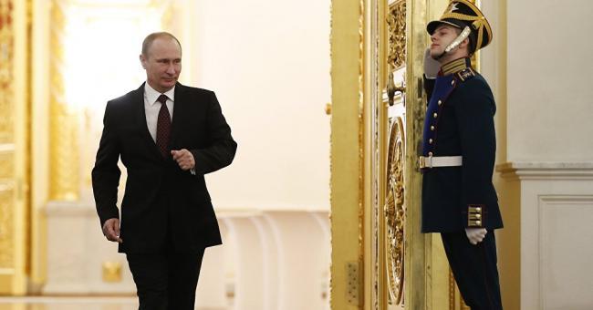 Poutine reçoit les nouveaux ambassadeurs