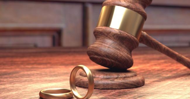 Un mari forcé à regagner son foyer conjugal