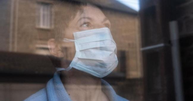 Le coronavirus se transmettrait juste en parlant ou en respirant