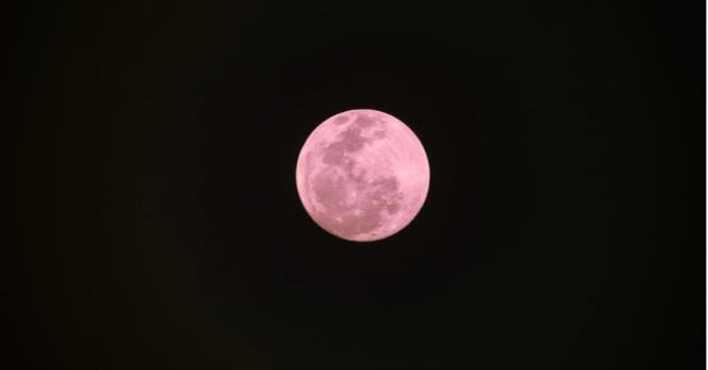 Les images de la Super Lune rose