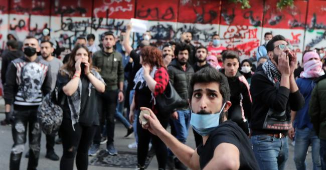 Malgré le couvre-feu, les Libanais manifestent pour dénoncer la situation économique
