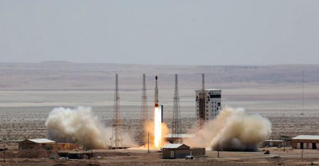 L'Iran lance avec succès son premier satellite militaire