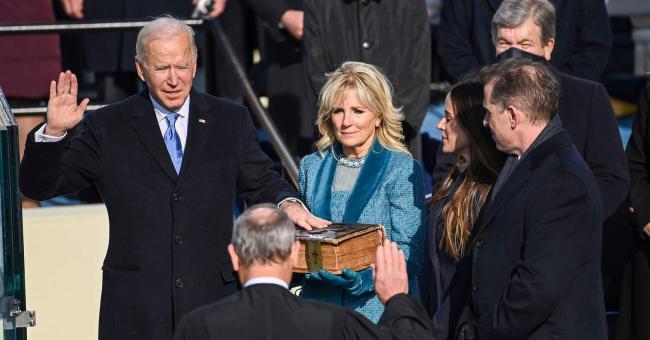 Joe Biden prête serment au Capitole, à Washington, le 20 janvier 2021 © Associated Press