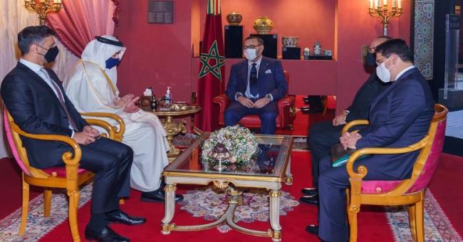 Le roi Mohammed VI reçoit le ministre des Affaires étrangères des Émirats arabes unis à Fès