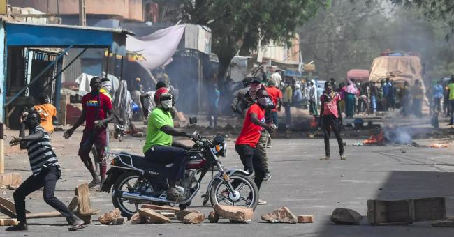 Au Niger, la capitale, Niamey, a été le théâtre de quelques échauffourées, le 24 février, sur fond de contestation des résultats par l'opposition © AFP
